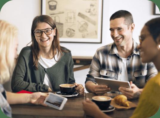 break-casual-coffee-shop-coworker-cheerful-PQATY5U